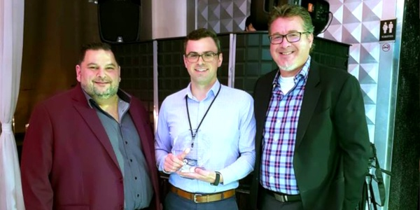 Johnathan Richardson of Pacific Coastal accepting an award from InteliSys Aviation.