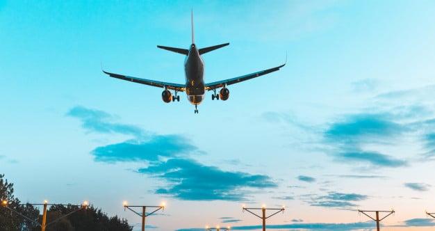 airplane-silhouette-landing-airport-dusk_108072-1329